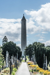 VIEW OF THE OCONNELL TOWER [GLASNEVIN CEMETERY]-120284 (infomatique) Tags: oconnelltower danieloconnell glasnevin cemetery roundtower georgepetrie graveyard irishhistory memorial streetsofdublin williammurphy infomatique fotonique sony a7rm2