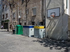 Without words (159) (Suchbild) Tags: shadow schatten recycling ball basketball wand street strase sonne sun