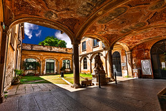 The courtyard of the frescoes (Marco Trov) Tags: marcotrov hdr canoneos5d vigevano pavia italia italy city citt strade street case house palazzi building
