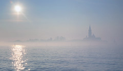 vagamente nella nebbia (invitojazz) Tags: venice sun water fog island nikon sole nebbia acqua venezia sangiorgio isola d90 invitojazz vitopaladini