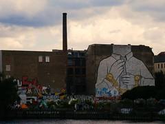 Don't be another brick in the wall (NattEsteban) Tags: pink berlin brick art rio wall river germany libertad graffiti freedom chains cadenas arte blu watch dont be alemania another floyd dibujo clocks relojes darkest