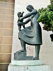 Mother And Daughter  [from Family] (ArtFan70) Tags: california ca family sculpture usa baby art parenthood girl statue america infant child unitedstates daughter mother statues parent beverlyhills parenting chasebank motheranddaughter fenci renzofenci