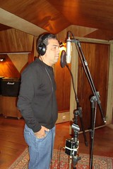 "Frederico Amitrano - gravando o seu CD • <a style=""font-size:0.8em;"" href=""http://www.flickr.com/photos/92745849@N04/8475180312/"" target=""_blank"">View on Flickr</a>"