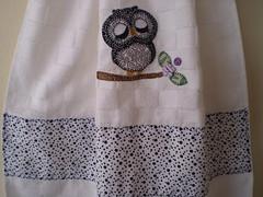 Detalhe da Aplicação Bate Mão (Atelier Mimos da Fau) Tags: coruja toalha copa cozinha botões bordadoamão batemão