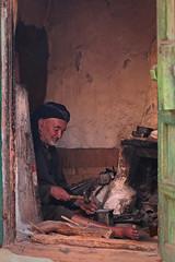 Yemen: petite fabrique de ciseaux dans le djebel Haraz. (Claude Gourlay) Tags: asia middleeast arabia yemen asie arabian yemeni yaman arabie moyenorient arabiafelix arabieheureuse iémen djebelharaz claudegourlay