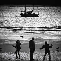 Six and a Boat (reloaded) (Collin Key) Tags: people bw beach silhouette river germany boat hamburg elbe ger blueribbonwinner collinkey