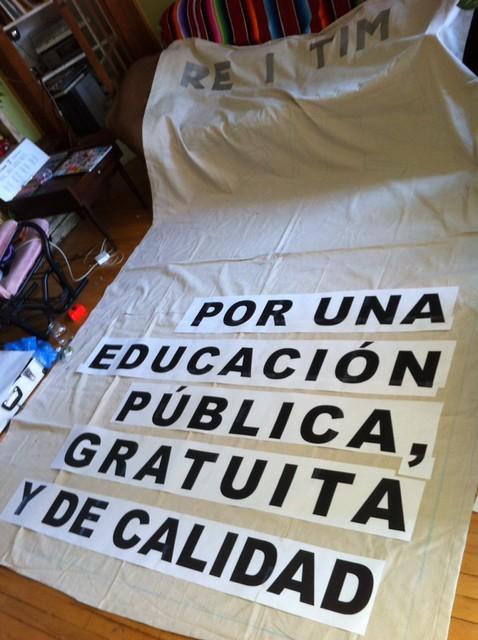 Resistimos solidraity banner