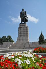 (paper_tail) Tags:  russia    monument lenin  flowers  d7100