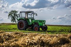 Farm Tractor (Alias_Axel_Ryder) Tags: tractor traktor deutz grn gras feld field harvest green tree clouds cloud wheels big gros rder canon eos 6 d sigma 85mm 14 axel ryder alex