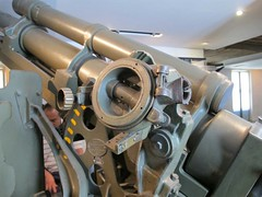 "US 105mm M2A2 Field Gun 20 • <a style=""font-size:0.8em;"" href=""http://www.flickr.com/photos/81723459@N04/29039001795/"" target=""_blank"">View on Flickr</a>"