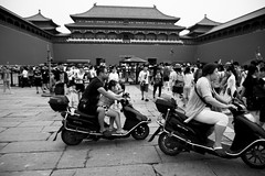 (sunnywinds*) Tags: trixsoft leica summilux beijing china theforbiddencity motorcyle people street