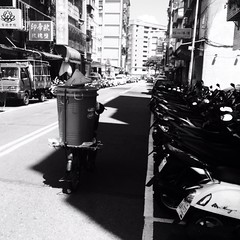 #cargobike #street #snap #commute #commuter #bike #cycle #urbancycling #urbancyclist #urbancycle #taipei #taiwan (funkyruru) Tags: cargobike street snap commute commuter bike cycle urbancycling urbancyclist urbancycle taipei taiwan