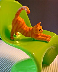 Red cat on green Panton chair (Deejay Bafaroy) Tags: cat katze schleich red rot green grn 16 scale playscale miniature miniatur panton chair stuhl bullyland barbie orange