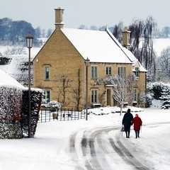 Blind Lane (Andrew Lockie) Tags: winter england snow couple day fuji cotswolds elderly chipping campden xe1