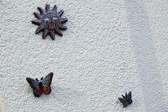 Attempt to reach the sun (José Miguel S) Tags: color cerámica barro colores arte art ceramics pottery mariposas sol sun vuelo cielo azul butterfly negativespace crazytuesdaytheme 7dwf