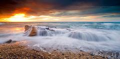 Colores del Amanecer (Pedro J. Zamora) Tags: amanecer lugares tormenta rocas calpe marmediterraneo marineras calabaladrar motivoprincipal tipodeluz