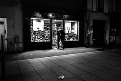 Nicolas (Jack_from_Paris) Tags: leica bw paris night la angle image noiretblanc wide rangefinder monochrom avenue 13 mode nuit lightroom boissons bouteilles ditalie m82 dng 75013 10711 alcools tlmtrique voigtlandercolorskopar21mmf4 l1001767m82