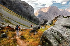 TREKKING EN PICOS DE EUROPA // Trekking Peaks of Europe (ANDROS images) Tags: pictures light naturaleza color luz interesting photos places images photographs fotos lugares lightreflection len andros interesante asotin treking fotografas miradas pasin tonos throughthelens colortones viviendo loveofnature cordianes living carefortheearth nuestro picosdeeuropa fotoandros androsphoto androsphoto fotoandros sitiosespeciales franciscodomnguez naturalezaviva amoralanaturaleza imgenesdenuestromundo slotenemosunatierra planetatierra amarlatierra cuidemoslatierra portierrasespaolas unahermosatierra reflejosdeluz pasinporlafotografa atravsdelobjetivo elmundoenimgenes photoandrosplaces placesspecialsites differentnaturelivingnature imagesofourworld weonlyhaveoneearthplanetearth foracleanworldlovetheearth onspanishterritoryourworld abeautifulearth passionforphotographylooks theworldinpicturesnikon nikon7000 fotgrafosdenaturaleza imgenesdenaturaleza lavida provinciadelen elsedodecordianes senderismoporpicosdeeuropa