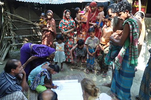 Participatory approach in Jhalokhati, Bangladesh. Photo by Mélody Braun, 2013.