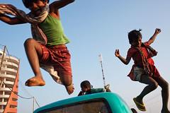 Kids - Cox's Bazar, Bangladesh (Maciej Dakowicz) Tags: kids children fun jump asia bangladesh poeple coxsbazar