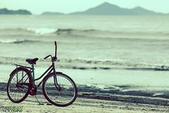 La espera.- (Pablin79) Tags: sea summer sky beach water bike clouds digital canon vintage eos reflex sand holidays afternoon sandals hills 5d pipa markii canoneos5dmarkii 5dmkii pabloreinsch pabloreinschphotography pablin79