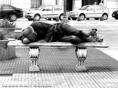 Gente durmiendo en las calles VI  B & N - Diaz de vivar gustavo (Diaz De Vivar Gustavo) Tags: gente people calles streets poor pobre pobreza indigente cartonero hulde humildad carencia necesidad necesitado destituido desprovisto hungry penurious aires amor argentina argentino buenos city de diaz el flickr fotos gustavo look love amigo amanece america años comienza vida vivar martin invierno calle cambio caidos country crisis curiosamente decision desafio desamparo desconstruida deseos desigualdad despierta destino emotions fiel fin final hour hombre historia mal man luz luces noviembre nuestros night piernas plaza pontificio pontifico rodrigo trascendencia