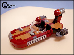 Lego Luke's Landspeeder (Praiter Yed) Tags: legomoc starwarsepisodeivanewhope x34landspeeder tatooine lukeslandspeeder lukeskywalker
