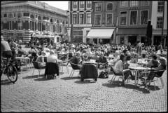 Grote Markt (Franco & Lia (I'm back)) Tags: haarlem nederland holland street fotografiadistrada photographiederue biancoenero noiretblanc blackandwhite analog analogico pellicola film argentique agfa apx100 bellini hydrofen epson v500 nikonl35af2