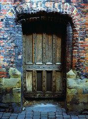 Door... (Esmik D'Aguiar) Tags: fujifilm ga645zi nottingham red bricks wooden slate blue shadow street canon canoscan