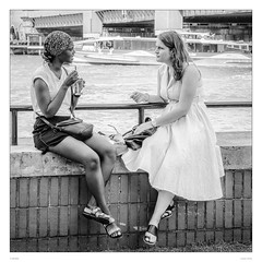 Girls meeting at the Thames (sdc_foto) Tags: sdcfoto street streetphotography bw blackandwhite pentax pentaxart girls meeting talking thames london