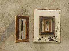 daily utensils and art (ludi_ste) Tags: coltelli quadri arte art utensili muro wall spoon knives cornici frames legno wood beige brown