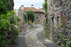 Balade  Saint-Arcons-d'Allier (Yvan LEMEUR) Tags: saintarconsdallier brioude hauteloire village basalte rue patrimoine france gorgesdelallier langeac auvergne villagedefrance maisonsenbasalte