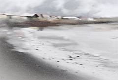 I amb la boira, la solitud (III). Y con la niebla, la soledad. With the fog, loneliness. (ibethmuttis) Tags: fog iceland vogar water south loneliness beach