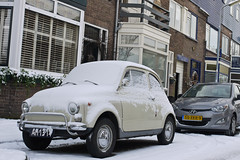 Fiat 500 (MauriceVanGestel Photography) Tags: auto schnee winter snow cold holland cute classic cars netherlands car klein classiccar fiat little snowy nieve small sneeuw great nederland freezing nh coche holanda invierno snowing nl autos temperature 500 wonderland hyundai frio coches olanda pequeo fiat500 winterwonderland noordholland niederlande koud geweldig zaan freezin littlecar hollandia klassiek zaandijk zaanstad schattig klassieker koogaandezaan northholland zaans koog temperatuur sneeuwen koogadzaan winterholland snowholland coldtemperatures klassiekeauto classicfiat cochepequeo kleineauto winternetherlands snownetherlands sneeuwnederland winternederland inviernoholanda schneeniederlande koogzaan klassiekefiat koudetemperaturen