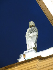 SPB Hermitage white lady statue (robert_m_brown_jr) Tags: white statue stpetersburg square russia palace hermitage palacesquare sanktpeterburg  whitelady ermitazh dvortsovayaploshchad dvortsovaya ploshchad statehermitage       gosudarstvennyermitazh gosudarstvenny hoodedwhitelady