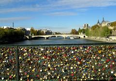 Paris (Maria Lucia Dornas) Tags: paris france frana sena pontdesarts riosena cadeados pontedoscadeados