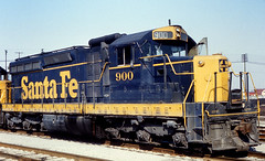 900 for 900th (GRNDMND) Tags: california santafe trains sanbernardino emd atsf sd24