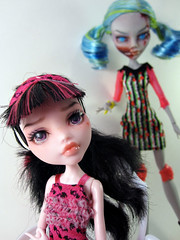 Is there someone behind me? (nonaptime) Tags: ooak repaint customdoll ghoulia monsterhigh draculaura nefara
