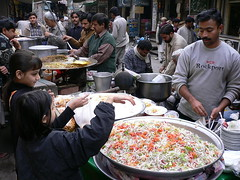 Food Seller in Local Market in Gujranwala, Pakistan (tyamashink) Tags: pakistan