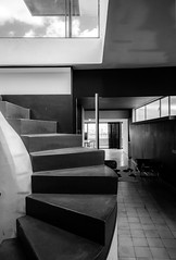 Appartement-atelier de Le Corbusier (Chimay Bleue) Tags: bw paris france monochrome architecture modern stairs studio french noir apartment modernism nb architect le staircase lecorbusier appartement blanc corbusier atelier corbu