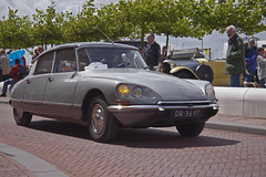 Citron DS 21 Pallas 1968 (8998) (Le Photiste) Tags: french artwork digitalart automotive citron loveit cc showroom showcase photoart soe myfriend carphotography autofocus digitalartwork friendsforever citronds greatphotographers gearheads digitalcreations slowride carscarscars flaminiobertoni supersix worldcars creativephotogroup digifotopro carscarsandmorecars afeastformyeyes alltypesoftransport worldofdetails djangosmaster citrondspallas buildyourrainbow supersixbronze blinkagain chariotofartist chariotsofartistslevel1 photographicworld loveitl1 rememberthatmoment niceasitgets rememberthatmomentlevel1 fotoartcircle thelooklevelred creativeimpuls planetearthtransport photoshopartists creativeartistscafe andrlefebre hydropneumaticselflevelingsuspensionsystem