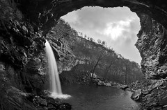 Cedar Falls (Jeka World Photography) Tags: blackandwhite water waterfall wideangle arkansas petitjean cedarfalls petitjeanstatepark ouachitas jekaworldphotography bwjeffrosephotography freshwatertnc