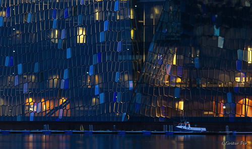 Harpa og bátur - The Harpa and a boat