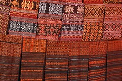 Gorgeous ikat for sale (behang) Tags: flores indonesia market sarong ikat kain maumere 2013 geliting
