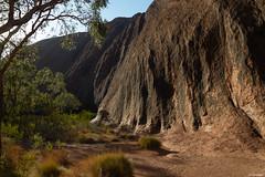 Australie - Uluru -1- (jf garbez) Tags: voyage travel cliff rock nikon australia unesco mount uluru nikkor falaise mont rocher roche nationalgeographic northernterritory australie ayersrock oceania d600 ulurukatatjutanationalpark 2485mm unescoworldheritagesites océanie nikond600 patrimoinemondialdelunesco territoiredunord nikonpassion mygearandme mygearandmepremium mygearandmebronze nikkor240850mmf3545