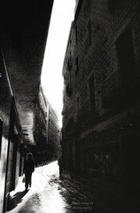 alley (Le Xuan-Cung) Tags: summer people urban blackandwhite bw sunlight reflections daylight lightsandshadows alley nikon mood noiretblanc walk dream citylife streetshots streetphotography atmosphere streetlife streetscene nb sidewalk sw sunnyday lateafternoon polfilter barcelonaspain urbanshots nikond1h livinginspain circularfilter lightsanddarks livinginbarcelona urbanbarcelona