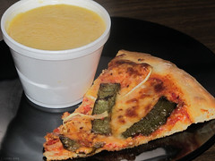 Roasted green pepper & onion pizza and butternut squash soup (Coyoty) Tags: food green college cheese pepper soup cafe connecticut ct pizza squash onion butternut farmington roasted cornercafe tunxiscommunitycollege