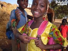 Sourires d'enfants/ Kinderlcheln (Enfants du Monde) Tags: fille girl mdchen kind kid child enfant burkinafaso burkina afrique africa afrika sourire smile lcheln enfantsdumonde edm edmch
