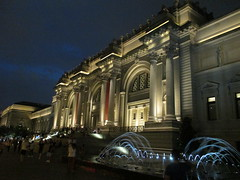 Metropolitan Museum of Art Night Fountains 5045 (Brechtbug) Tags: metropolitan museum art lobby exterior facade front entrance stairs outside building new york city summer 09102016 nyc cityscape east skyline urban afternoon july 2016 arts gallery buildings sculpture architecture statue crowd crowds met museums manhattan uptown 5th ave fifth avenue arch arches nite night time evening fountain fountains