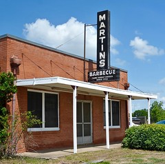 Martin's Barbecue (Rob Sneed) Tags: usa texas bryan martinsbarbecue barbecue sign neon advertising vintage cafe restaurant barbecuejoint architecture teana americana texasam collegestation scollegeave